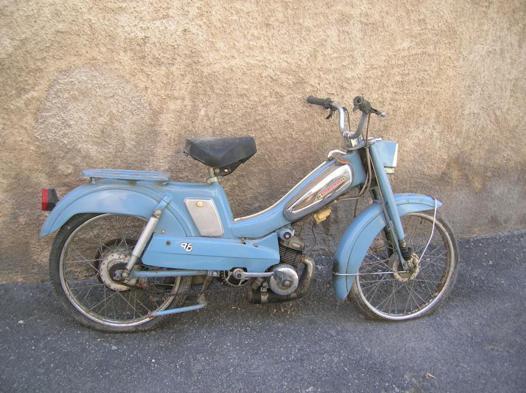 mobylette 88 bleu